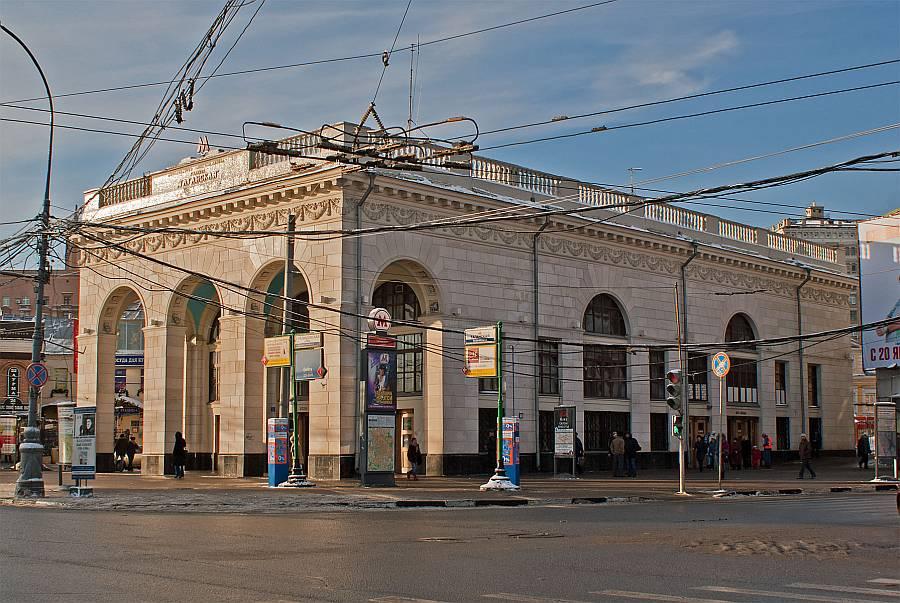 Фото №38 наземный павильон метро Таганская