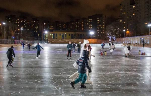 Ночное катание на коньках в парках Москвы, бесплатно