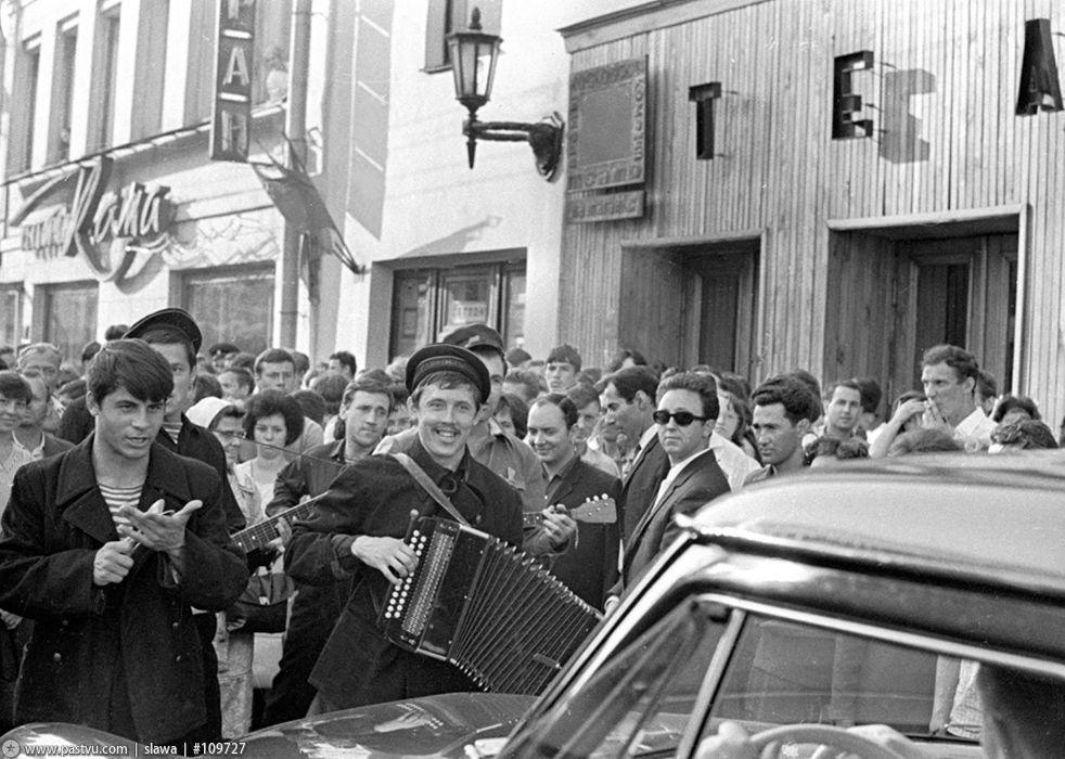1965-pered-spektaklem-10-dnej-kotorye-potryasli-mir